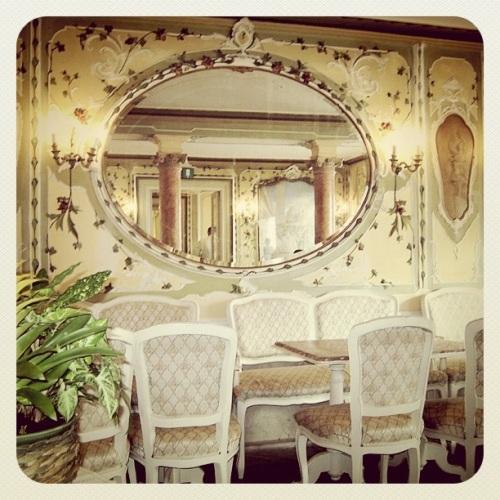 Italian Old Style Fashion Cafe